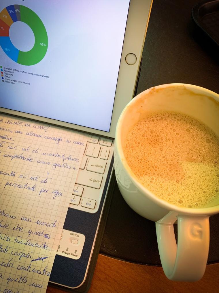 Immagine di una tastiera in un caffè